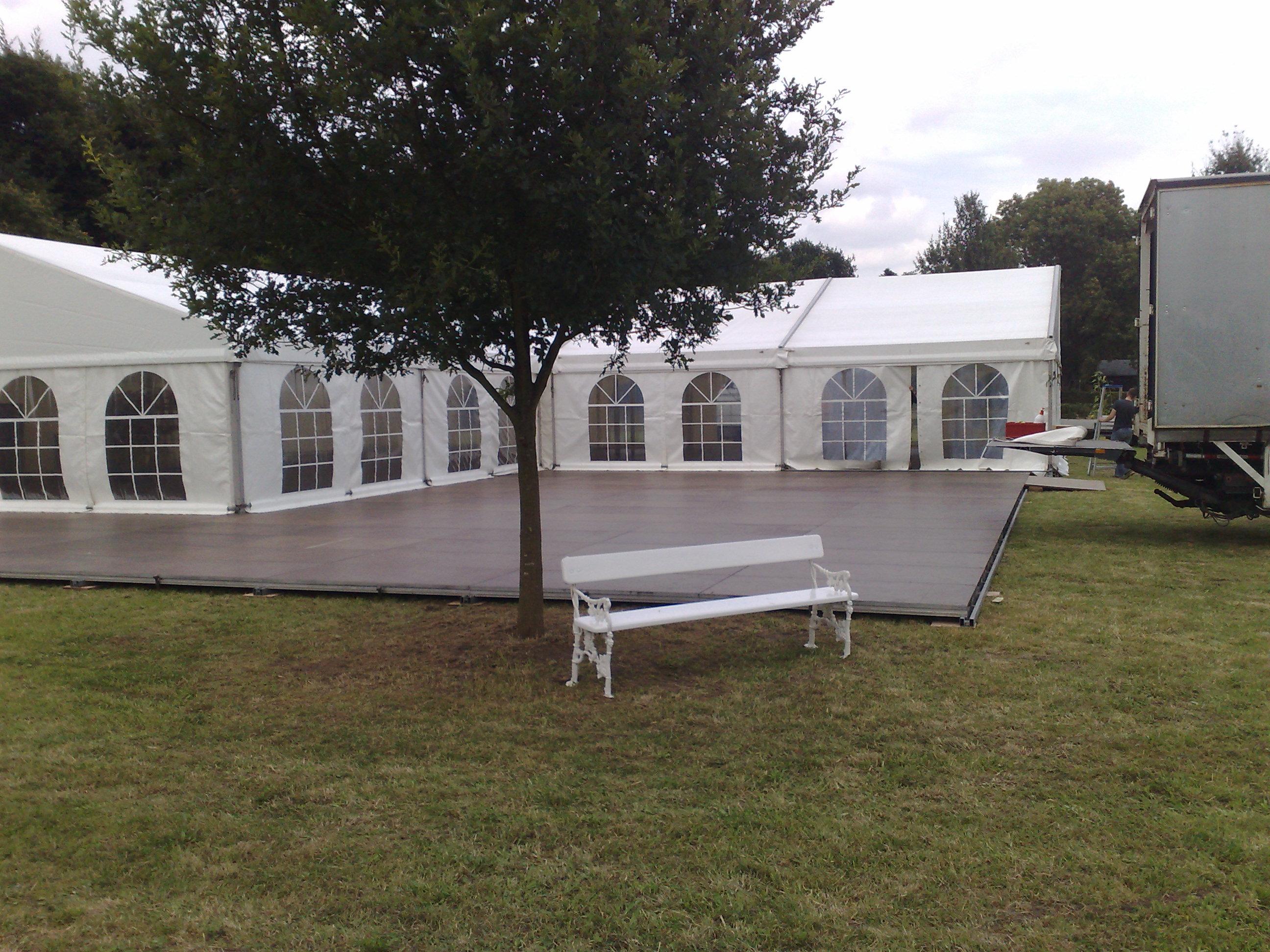 Tentvloer voor sfeer en stabiele ondergrond - Tent voor terras ...